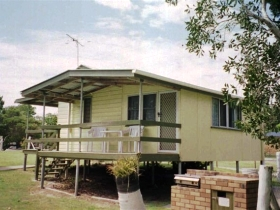 Cosy Cottages Amity Point - Australia Accommodation