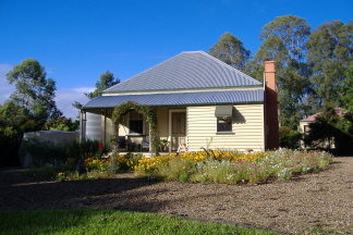 Mary Anns Cottage - Australia Accommodation
