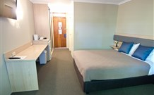 Lakeview Hotel Motel - Oak Flats - Australia Accommodation