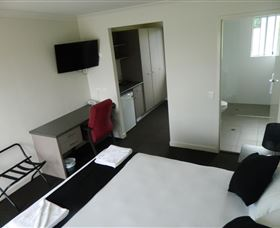 Dooleys Tavern and Motel Springsure - Australia Accommodation