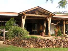 The Hollow Log Country Retreat - Australia Accommodation