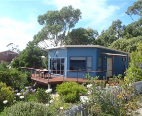 Larus Waterfront Cottage - Australia Accommodation