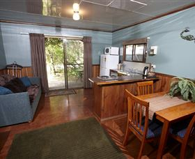 Crayfish Creek Van and Cabin Park and Spa Treehouse - Australia Accommodation