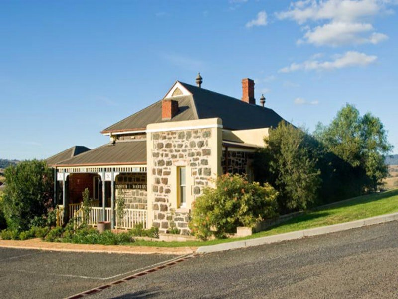 Hermitage Hill Resort - Australia Accommodation