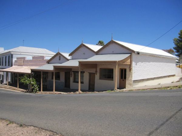 Carmines Antiques and Accommodation - Australia Accommodation