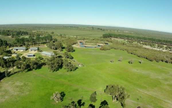 Sandy Lake Farm Stay Accommodation Gingin WA - Australia Accommodation