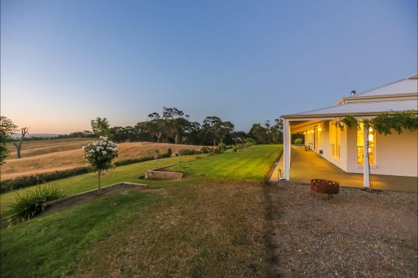 Jura House - Australia Accommodation
