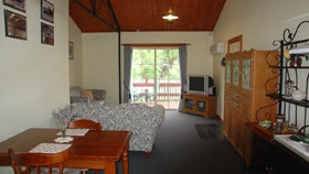 The Old Oak Bed and Breakfast - The Shearing Shed - Australia Accommodation
