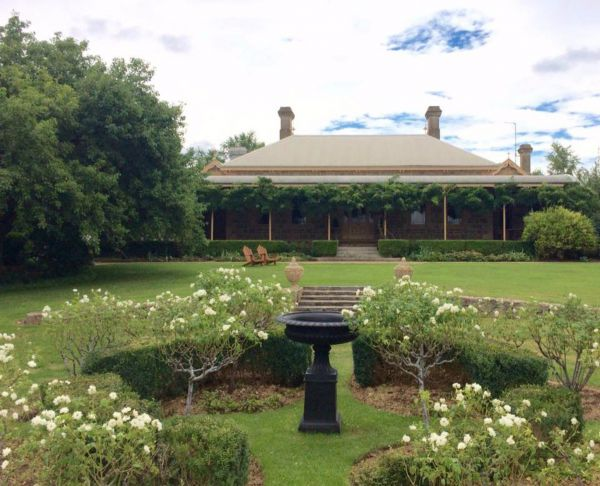 Clifton House and Gardens Farm Stay Accommodation - Australia Accommodation