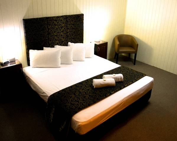 Country Plaza Motor Inn - Australia Accommodation