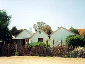 Miners Cottage And Garden - Australia Accommodation