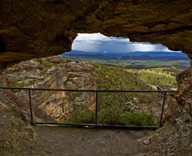 Hassans Walls Lookout - Australia Accommodation